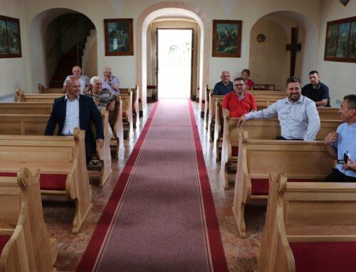 Nove klupe u crkvi sv. Izidora u Širokom Polju
